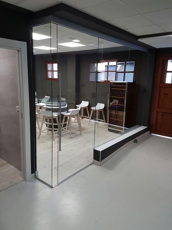 interior oficina cristaleria